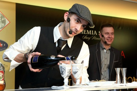 Barman Milan Cervenka ovladl Bohemia Sekt Cocktail Competition