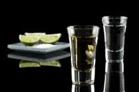 Sříbrná a zlatá tequila